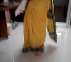 Desi tamil Married aunty exposing navel in saree prevalent audio