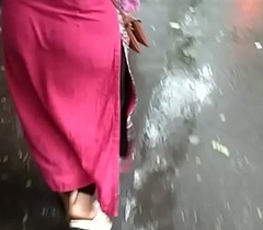 Look at sexy Indian Bhabhi'_s Raunchy Ass in Market