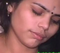 Mumbai Babe Engulfing Her Lover Big Cock For Cumshot