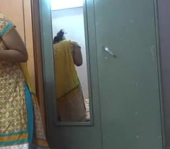 Indian inexpert women lily making love - xvideos.com