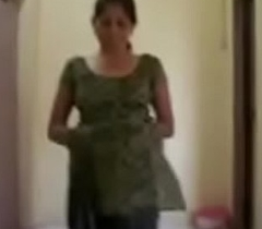 Piping sexy indian aunty