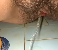 my X-rated indian aunty pissing