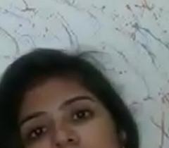 indian girl show bobs bathroom